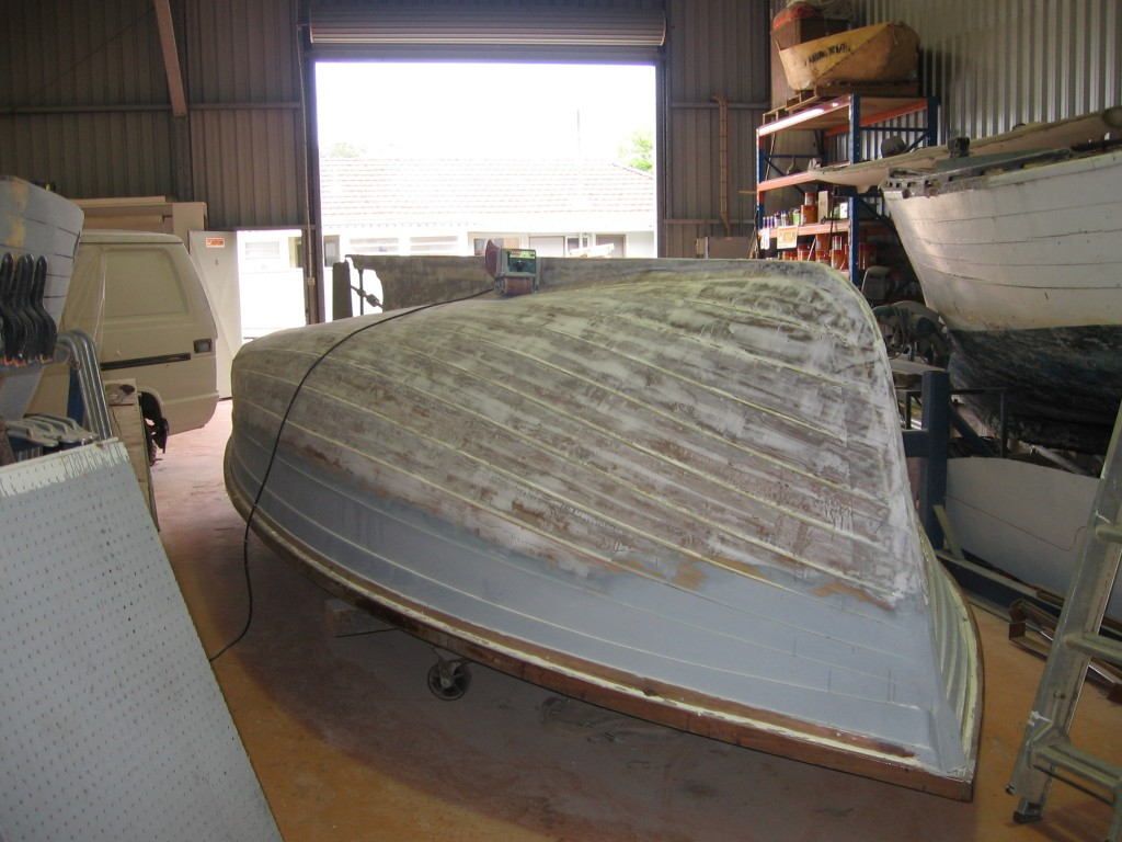 boat before painting 01