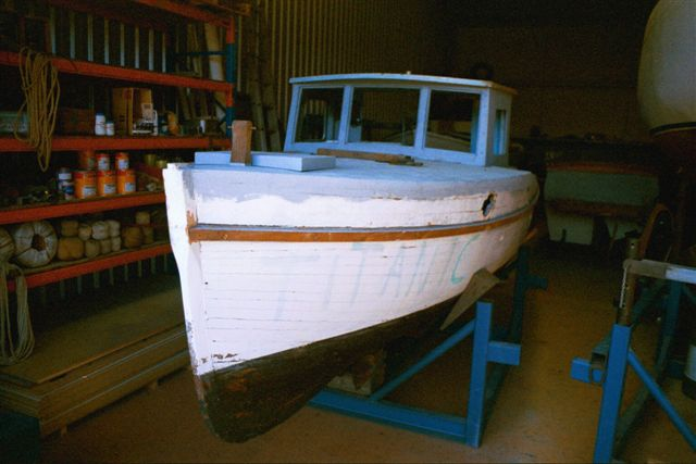 wooden boat structural repair and painting 01