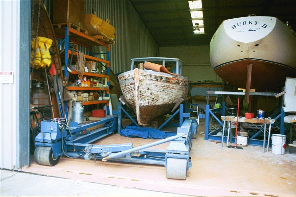 wooden boat structural repair and painting 02
