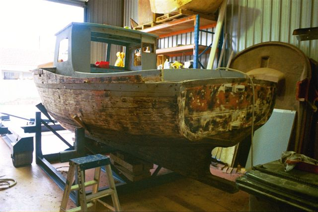 wooden boat structural repair and painting 03